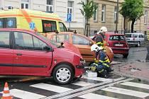 """Pokud by bourající řidiči službu """"uklízejících"""" hasičů nechtěli, mohou se obrátit například na některou ze soukromých firem, které takové práce vykonávají."""