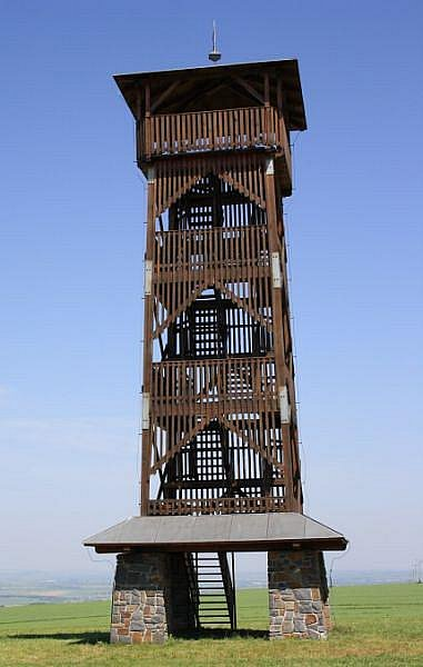 Už samotný pohled na věž ukazuje, jak daleký je z jejího vrcholu rozhled.