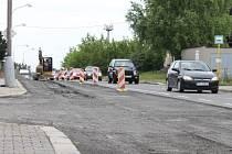 S dalšími dopravními komplikacemi se řidiči musí vyrovnávat v ulici Vančurově. Silnice zde byla rozkopána kvůli plynu.