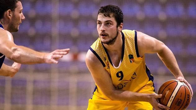 Filip Zbránek (ve žlutém)