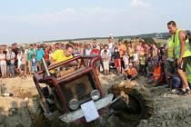 Jak je patrné i na fotografii z minulých ročníků akce, je Větřkovská traktoriáda nesmírně oblíbená a přichází se na ni podívat spousta návštěvníků.