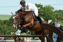 Vítěz hlavní soutěže na Malé ceně Opavy Karel Lamich na koni Georg z domácího klubu.