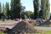 Semafory se staví na nejproblematičtější křižovatce v Hlučíně. Dopravu na křížení ulic Ostravská, Opavská a Celní u autobusového nádraží bude světelná signalizace řídit od podzimu.