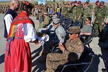 Čeští vojáci v mongolském výcvikovém prostoru představovali ostatním české zvyky.