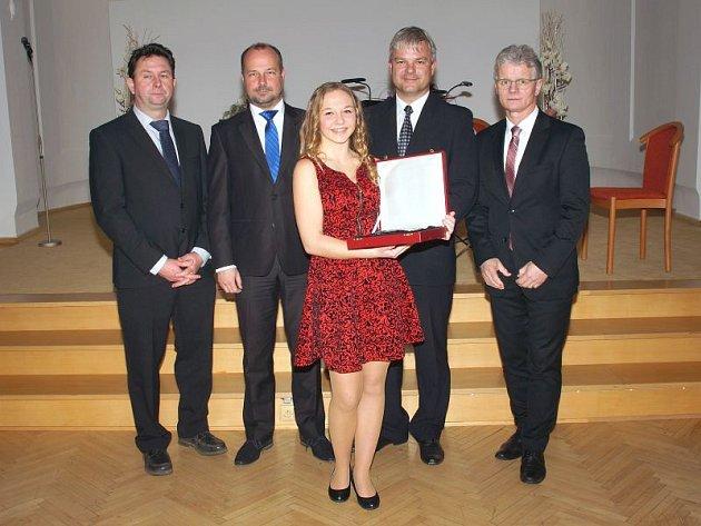 Letos byla Cena Jana Zajíce udělována pouze v kategorii do patnácti let. Ze tří nominovaných ji získala Vendula Lichovníková.