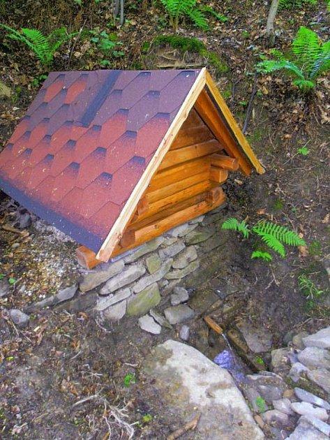 To je ona. Svatá studna na Hanuši v Hradci nad Moravicí.