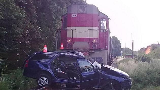 Tragická nehoda nákladního vlaku s osobním automobilem