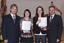 Zleva: starosta Vítkova Pavel Smolka, Zuzana Potočárová, Klára Donovalová a senátor Vlček.