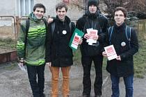 Čtveřice studentů Slezského gymnázia, která si v úterý v Jaktaři vyzkoušela úlohu emisařů. Zleva Vít Vlašánek, Lukáš Piwowarski, Zdeněk Vyležich a Jakub Hynar.