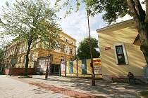 Areálu Magistrátu města Opavy na Krnovské ulici.