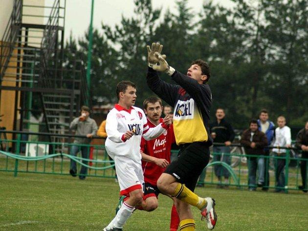Hradecký útočník Jiří Pospěch se výraznou měrou podílel na postupu svého týmu do I. A třídy, stejně tak Jakub Eller (na snímku).