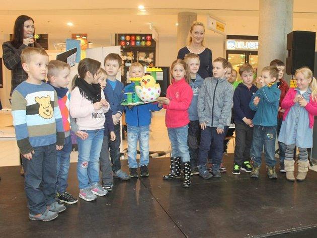 Jasným vítězem se pak s výrobkem Velikonoční kuře stala Mateřská škola Edvarda Beneše.