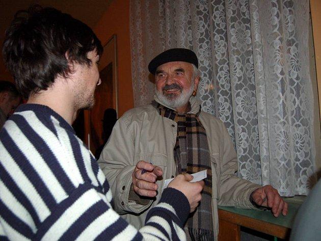 Zdeněk Svěrák ochotně rozdával své autogramy.