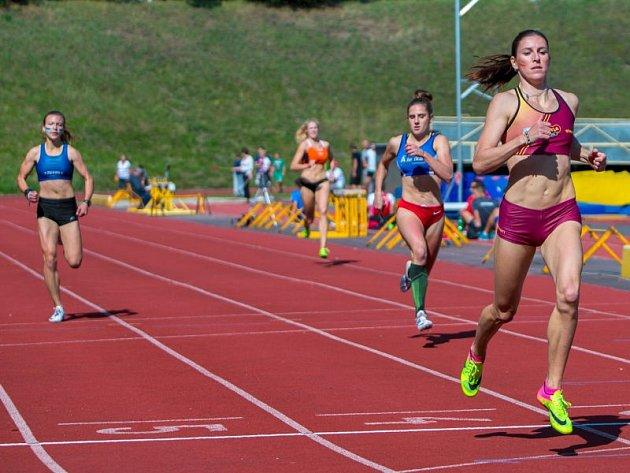 Nejvíce sledovanou disciplínou se dle očekávání stala hladká čtvrtka žen, na níž se proti sobě postavila olympijská medailistka a mistryně světa Zuzana Hejnová a mladá talentovaná běžkyně Barbora Malíková.