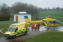 Zraněný muž byl transportován vrtulníkem do traumatologického centra ostravské Fakultní nemocnice.