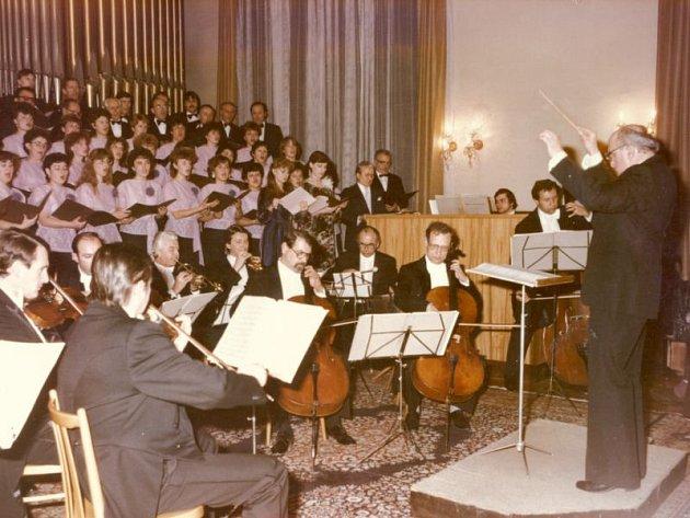 Rok 1981 a Vánoční koncert Hej, mistře. V tomto roce mimo pěvecký sbor Stěbořice účinkoval také Janáčkův komorní orchestr z Ostravy.