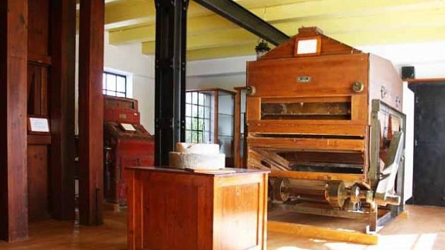 Muzeum U vodníka Slámy nabízí historické exponáty pro mletí mouky.