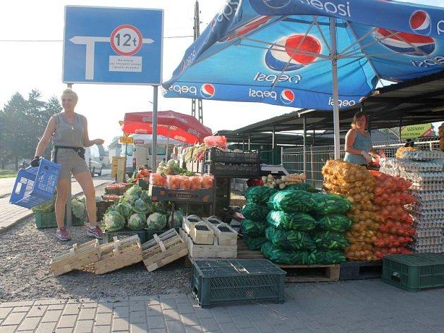 Češi do Zabelkówa jezdí také proto, že se jim zde vyplatí pořídit různé druhy zeleniny.