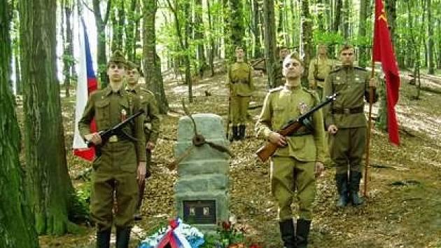 Koncem druhé světové války havarovalo v Jilešovicích sovětské letadlo. Dva přeživší byli zajati. Jeden z letců se vrátil, ale pod druhým jakoby se slehla zem.