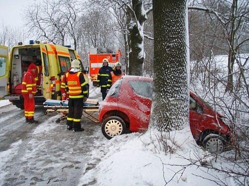 Dvě jednotky hasičů z Hlučína zasahovaly ve středu 20. února ráno v Malánkách u dopravní nehody osobního automobilu.