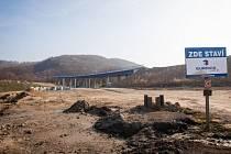 Jedenáctku staví firma Eurovia. Doufejme, že poctivě.