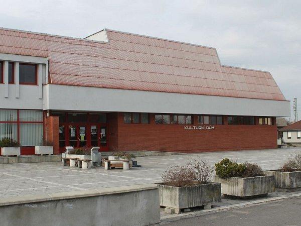 Kulturní dům prošel před šesti lety rozsáhlou rekonstrukcí za dvacet milionů korun.