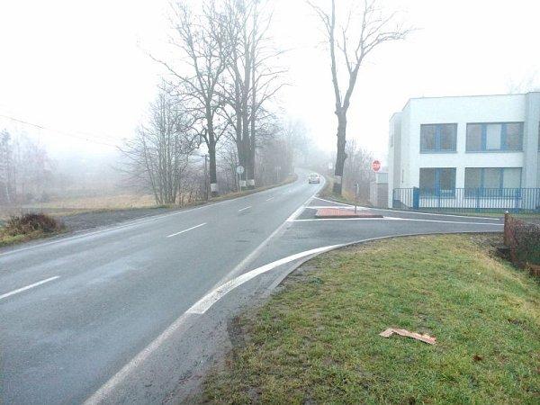 VHlučíně vznikla nová křižovatka. Ulice UVodárny a hlavní silnice I/56, vedoucí zOpavy do Ostravy, byly začátkem tohoto roku konečně propojeny. Řidičům bude ulehčen výjezd zRovnin, a zvýší se tím iplynulost dopravy.
