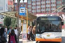Lidé, kteří cestují opavskou městskou hromadnou dopravou, se musí připravit na to, že od léta se změní jízdní řády i názvy některých zastávek.
