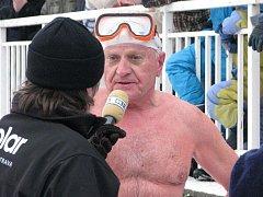 Bruntálského krystalku, přehlídky otužileckého plavání, se letos zúčastnil i Stanislav Boháč z Opavy.