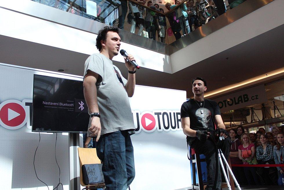 Druhý ročník Mega show youtuberů se uskutečnil v obchodním centru Breda v Opavě 14. dubna.