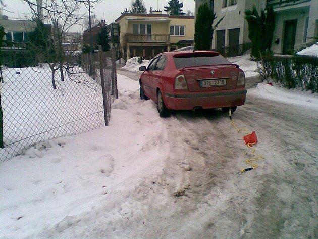 Požaduje zjednání nápravy v úklidu sněhu. Jaroslav Hübsch bydlí v Opavě-Jaktaři na Neumannově ulici, která je podle něj velmi špatně uklízena, zejména od sněhu.