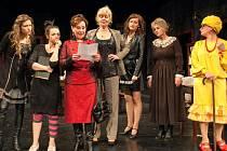 Zprava Babi (Dana Fialková), Chanelová (Kamila Srubková), Luiza (Šárka Vykydalová), matka (Ivana Lebedová), Blanka (Jana Paroulková), Katka (Sabina Muchová) a Zuzana (Tereza Bartošová).