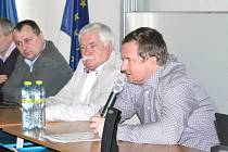 Kouč fotbalové reprezentace Pavel Vrba diskutoval v sobotu v přednáškové hale Slezské univerzity v Opavě s trenéry a rozhodčími z Moravskoslezského kraje.
