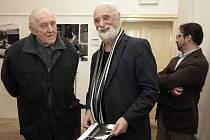 Světoznámý fotograf Jindřich Štreit (uprostřed) je kurátorem fotografické výstavy absolventů Institutu tvůrčí fotografie Slezské univerzity v Opavě.