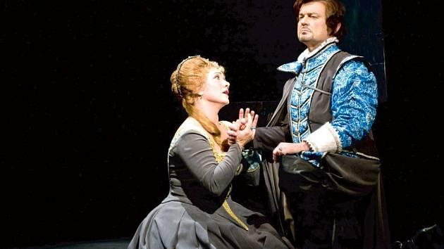Jako Lucia se v premiéře představila Katarina Jorda Kramolišová a v roli Edgarda Mario Leonard.
