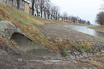 Někteří Opavané se domnívali, že tudy kolem řeky Opavy povede zbrusu nová cyklostezka. Ve skutečnosti se tu bagrovalo pouze kvůli čištění břehu od nánosů.