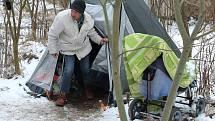 Bezdomovci mají problém.