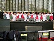 V sobotu pokračovaly v areálu Městské sportovní haly dvoudenní Havířovské slavnosti. Na snímcích folklorní soubor Vonička.