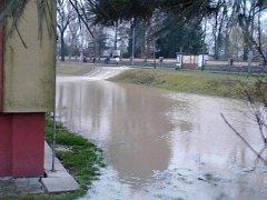 Část ulic Purkyňovy a Milady Horákové ve čtvrtek zaplavila voda.