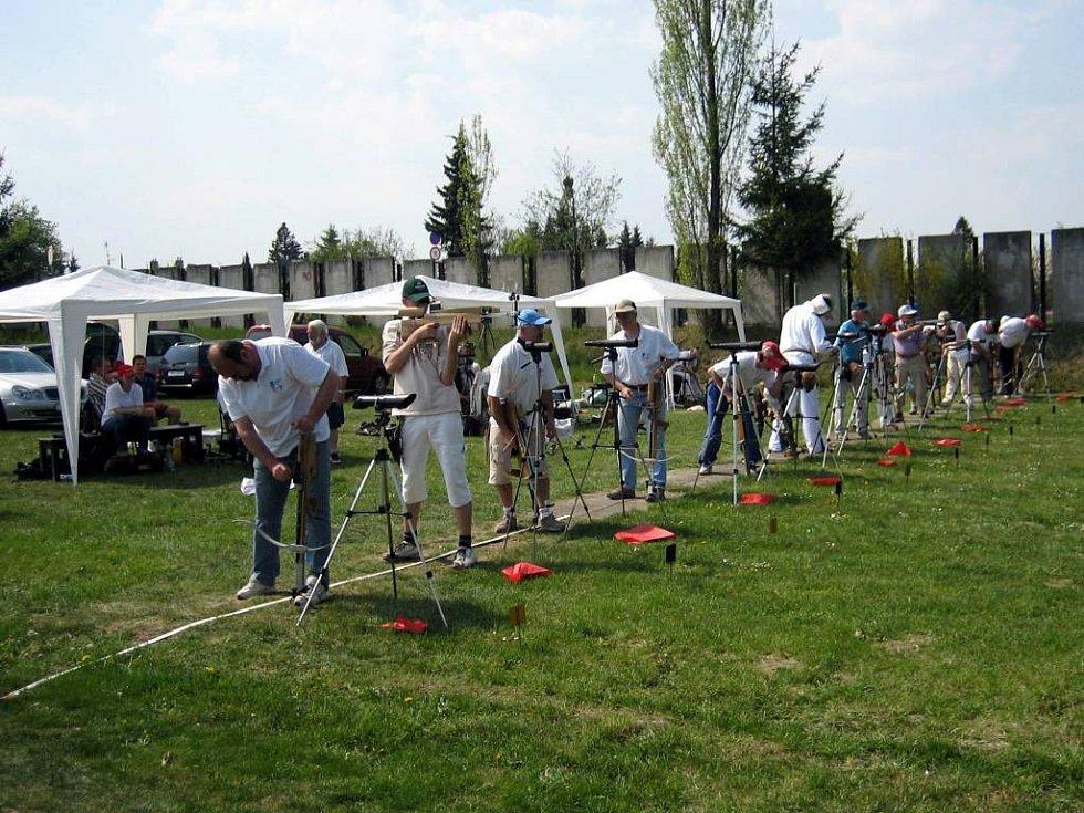 Opavská střelnice hostila první letošní venkovní podnik ve střelbě z polní kuše.