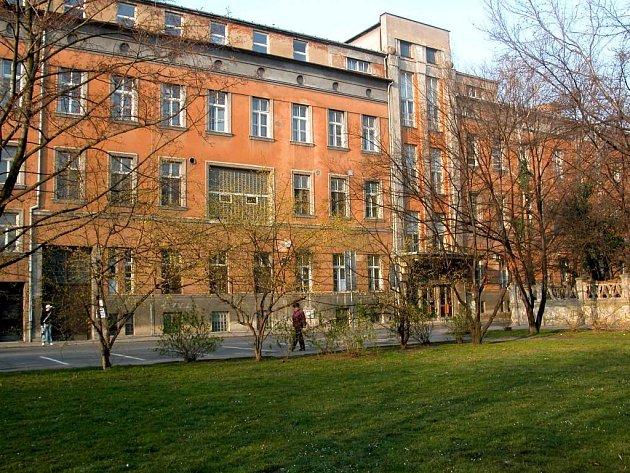 Kdy získá bývalá nemocnice U rytířů nového majitele?