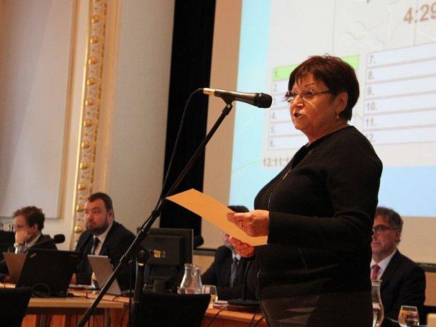 Nesouhlas splánem přebudovat byty na bydlení pro movitější klientelu vyjádřila za nájemníky na říjnovém zastupitelstvu Jana Vavrečková.