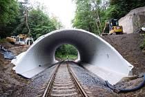 Na železniční trati mezi Bolaticemi a Chuchelnou byl postaven nový most, který má vydržet několik desítek let.