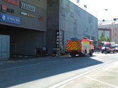V podzemních garážích OC Breda & Weinstein v neděli hořelo auto.
