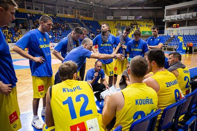 Zápas 3.kola basketbalové Kooperativa NBL mezi BK Opava a Sluneta Ústí nad Labem 6.října 2018.Trenér BK Opava Petr Czudek.