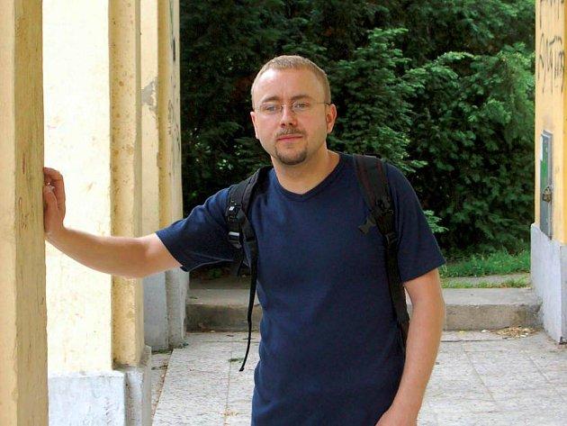 Dan Jedlička. Opavský básník žijící v Brně představí na autorském čtení svou novou básnickou knihu Mimoběžky.