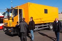 Novému servisní vozidlu Městského dopravního podniku přezdívají zaměstnanci Bobík.