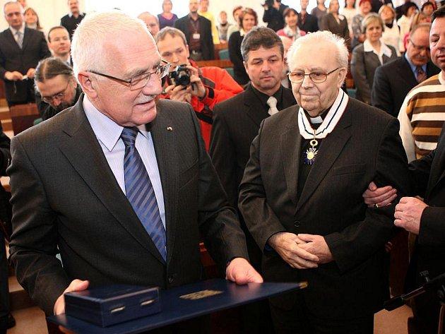 Těsně před svou smrtí převzal Mons. Josef Veselý od prezidenta Václava Klause řád T. G. Masaryka III. třídy za zásluhy o rozvoj demokracie a lidská práva.