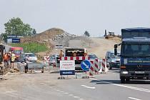 Od soboty by měly být semafory na ulici Hlučínská odstraněny a v obou směrech silnice průjezdná bez omezení do 31. srpna.