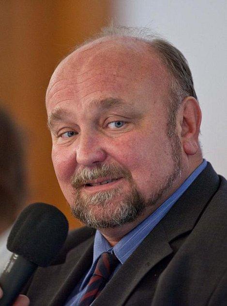 Primátor Zdeněk Jirásek (ČSSD) hlasoval proti svému stranickému kolegovi, hejtmanu Jaroslavu Palasovi.